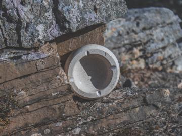 Mramorový popelník kulatý