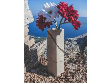 Mramorová váza hranatá